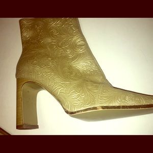 Newport News Free Style 90's Vintage Gold Booties.